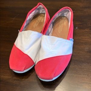 EUC Ladies Toms Shoes